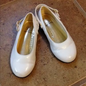 Girls Size 8 Buster Brown White Dress Shoes